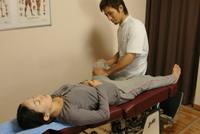 股関節、膝関節を正常な位置に戻すよう矯正していきます